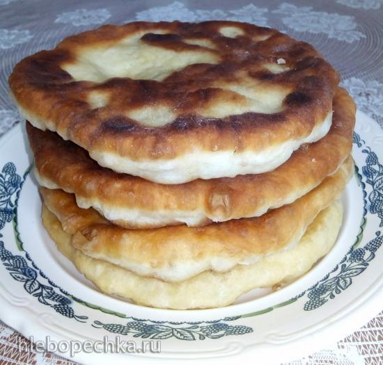 Жареные бездрожжевые сдобные лепёшки на сметане и кисломолочном продукте