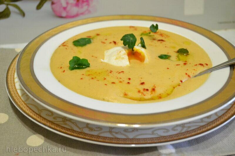 Сливочный суп-пюре с цветной капустой, картофелем и яйцом пашот