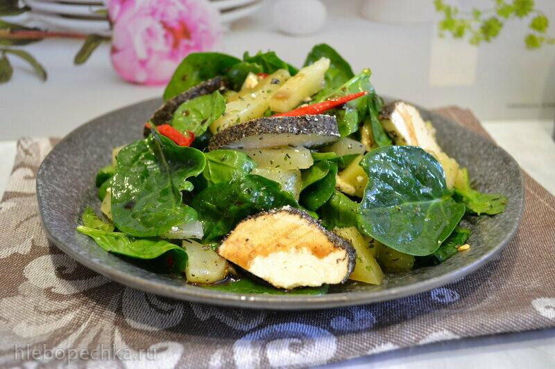 """Салат со шпинатом, ананасом и оригинальным сыром """"белпер кнолле"""""""