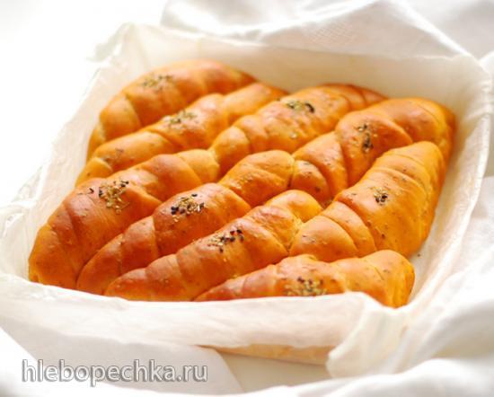 Томатный хлеб с моцареллой и орегано