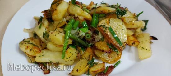 Картошка жаренная на чугунной сковороде!!!