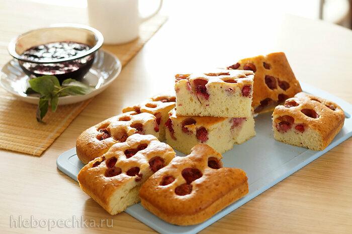 Мягкий бисквит с клубникой и греческим йогуртом