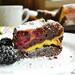 Шоколадный пирог с ежевикой (+видео)