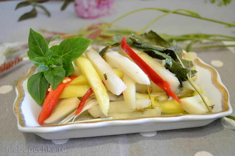 Дайкон, груша, манго зеленое в маринаде