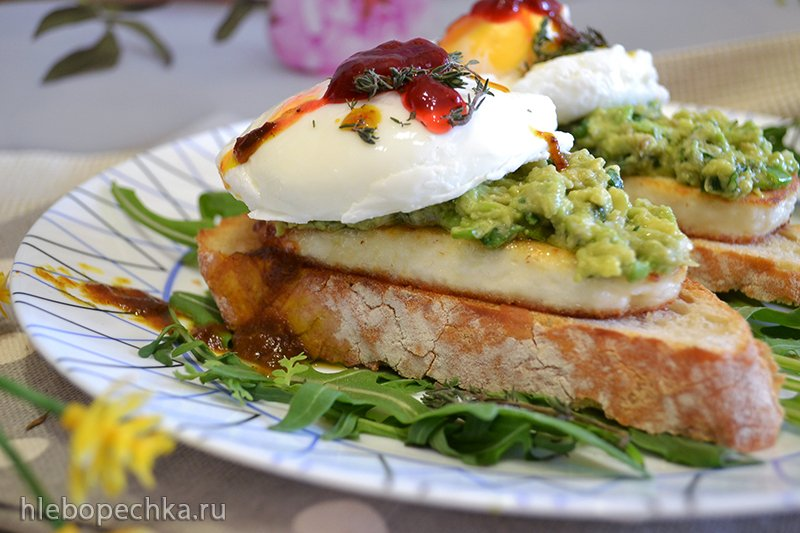 Тосты с жареным адыгейским сыром, авокадо, яйцом пашот