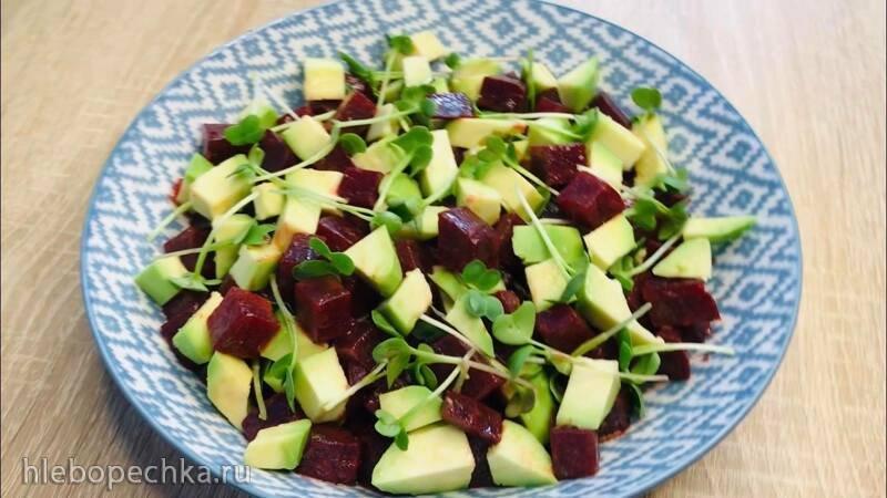 Салат витаминный с авакадо, микрозеленью и прованскими травами (+видео)