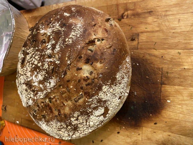 Хлеб на закваске с луком сыром и зеленью