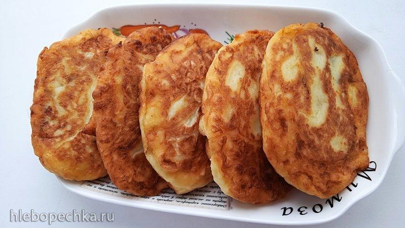 Картофельные пирожки с солеными огурцами (+видео)