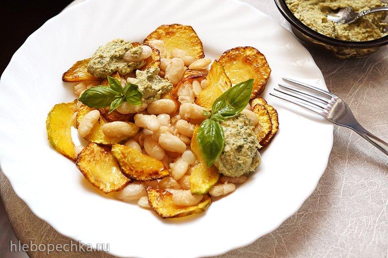 Кабачки и фасоль с соусом песто