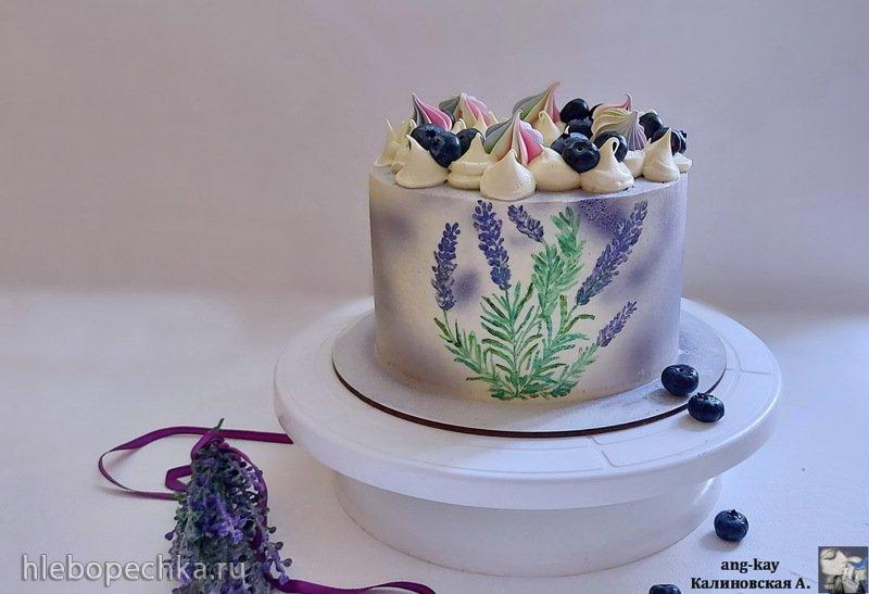 Лавандовый бисквитный торт с соусом из голубики и хрустящим слоем (+видео)