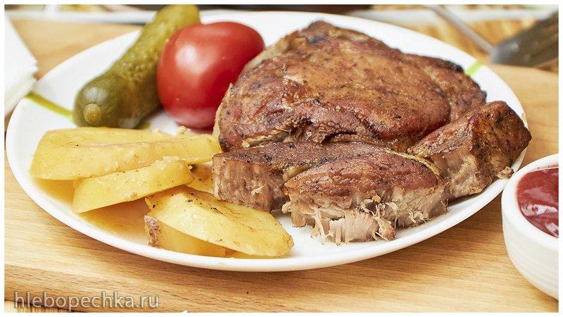 Свиная корейка на косточке с картофелем в духовке (+видео)