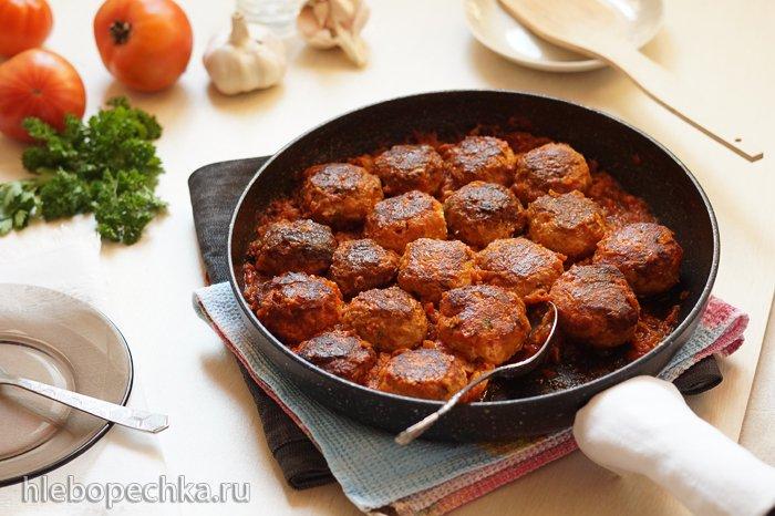 Тефтели рыбные с красным соусом по-гречески