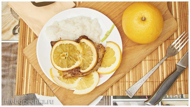 Свиная корейка на косточке, с апельсином в духовке (+видео)
