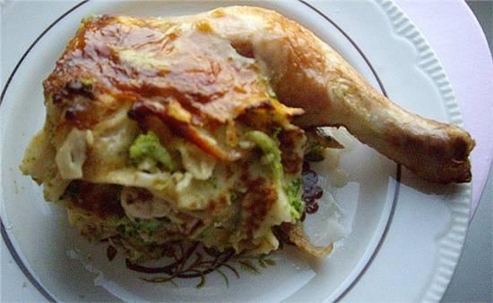 Курица с блинами и брокколи