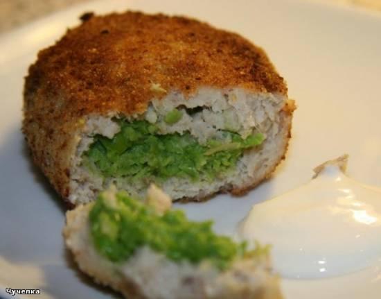 Зразы рыбные с зеленым горошком