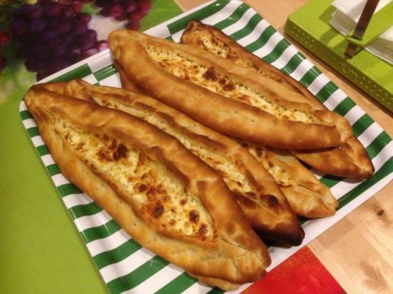 Лепешки турецкие с начинками (Pide)