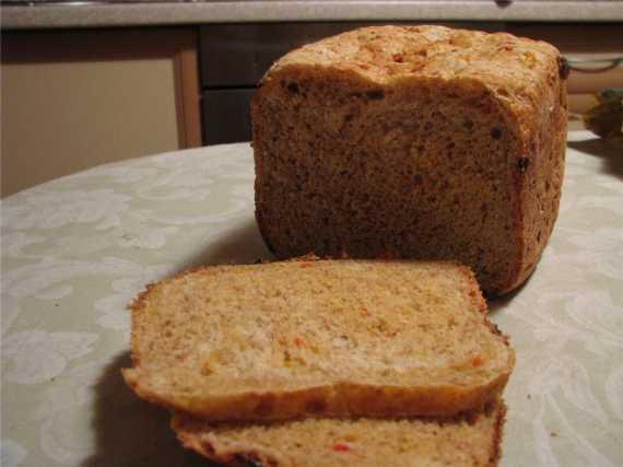 Хлеб с рыбой, отрубями и сладким перцем.