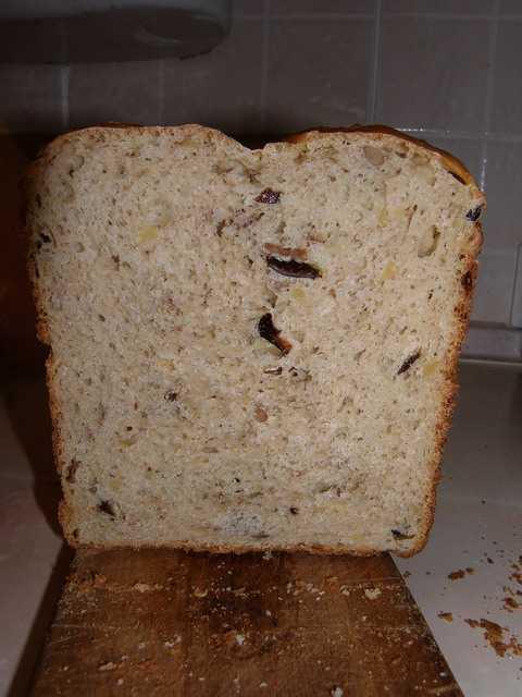 Хлеб с черносливом и орехами (хлебопечка)