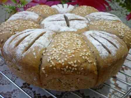 Праздничный хлеб со шпинатом и фетой в духовке