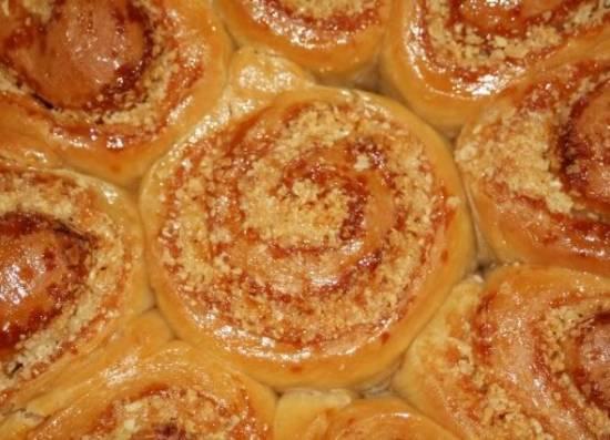 Пирог «Миндальные розы в карамели»