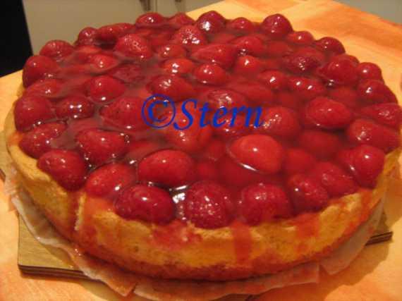 Пирог песочно-бисквитный фруктовый