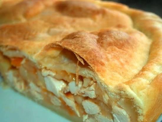 Пирог с курицей и помидорами