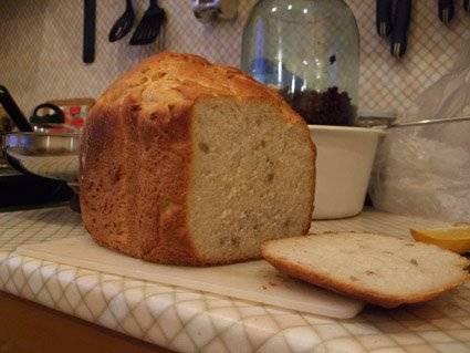 Пшеничный хлеб с семечками на сыворотке (хлебопечка)