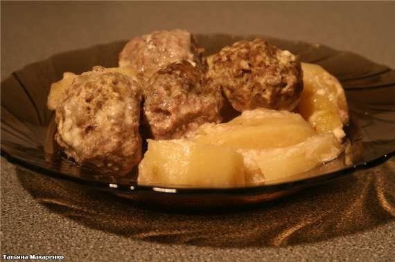 Фрикадельки с картошкой в молочной заливке