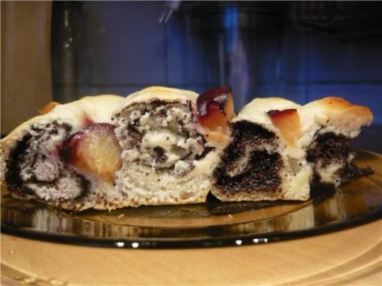 Пирог с маком и фруктами