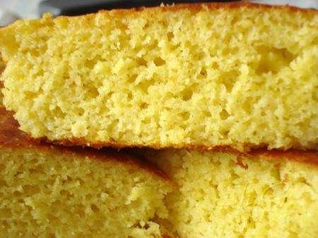 Кукурузный хлеб с кабачком и перцем