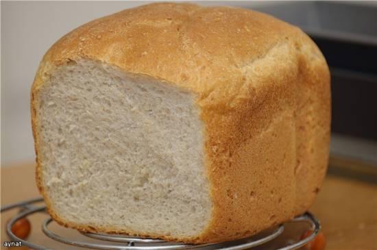 Хлеб пшеничный на цельнозерновой вечной закваске.