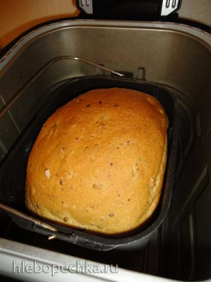 Пшеничный хлеб с семенами льна, кунжута и подсолнечника в хлебопечке