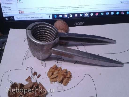 Как быстро расколоть грецкие орехи