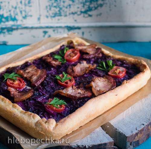 Rotkohl-Flammkuchen Открытый  цветной пирог