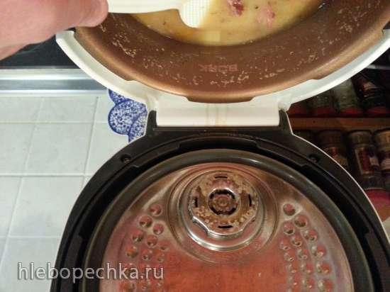 Гороховый суп с копчеными ребрышками в мультиварке Bork U700