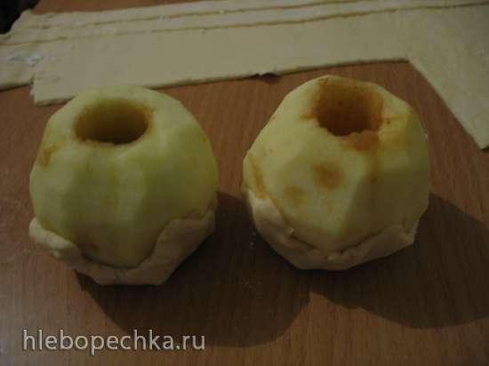 Яблоки в слоеном тесте с соленой карамелью (Bourdelot a la pomme au caramel de beurre aussi douillon)
