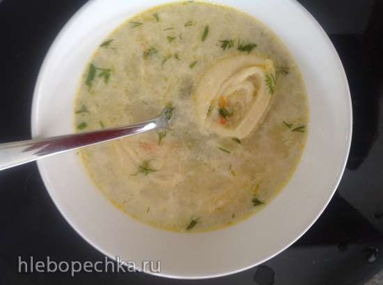 Вкусный куриный суп с сырными рулетиками