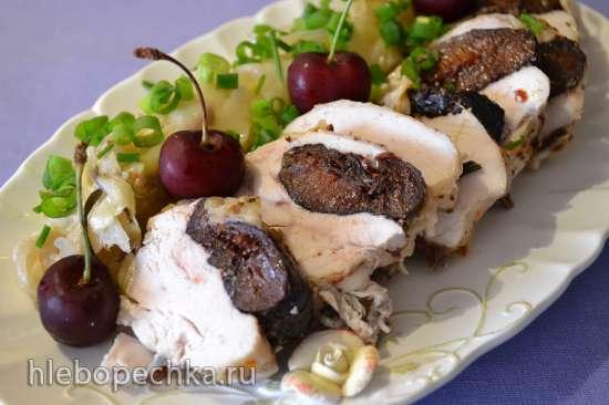 Куриная грудка с черносливом, под капустным листом, на пару