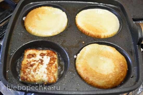 Бургеры с яйцом и сыром на оладьях