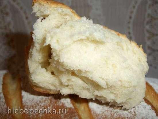 Хлеб пшеничный с мягким сыром и белым вином в духовке