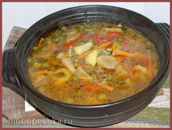 Суп с белыми грибами и зеленым горошком