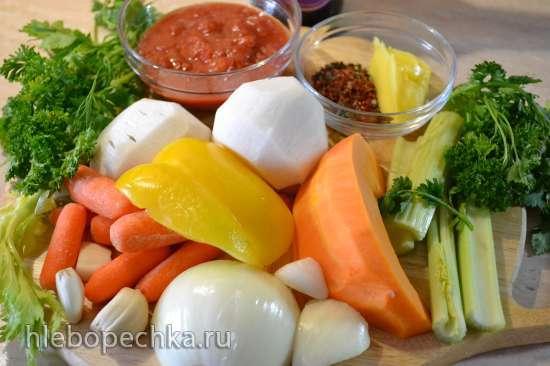 Рулет из подчеревка, тушеный с овощами