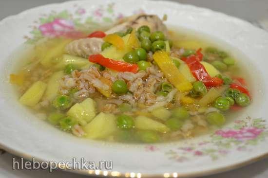 Суп куриный с полбой и зеленым горошком в мультиварке Redmond RMC-01