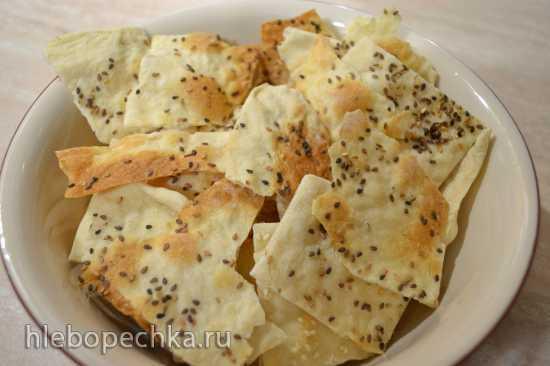 Куриный бульон с пшеничными чипсами с кунжутом