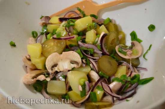 Салат картофельный, с сырыми шампиньонами