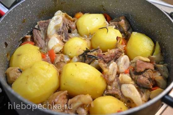 Жаркое из телячьей грудинки с картофелем и грибами для воскресного обеда (духовка)
