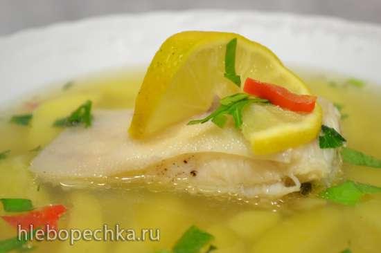 Легкий картофельный суп с камбалой на курином бульоне