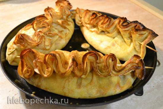 Блины с сыром и зеленью, запеченные в духовке с гребешком