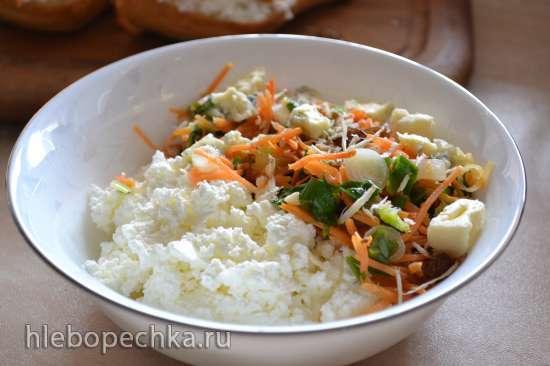 Тосты с творогом и морковью с изюмом