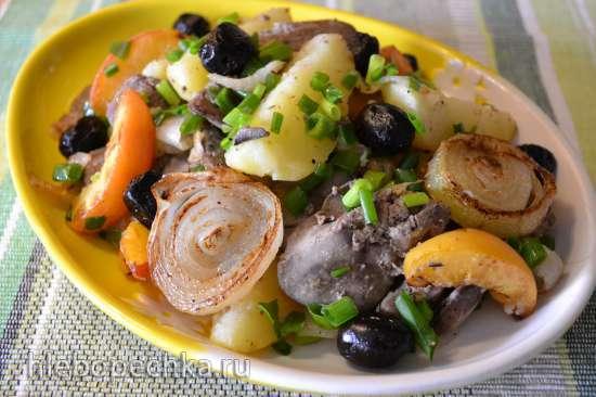 Теплый салат с куриной печенью на пару